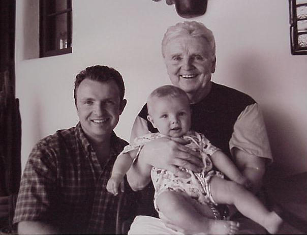 Чарльз Высоцки с сыном Мэттом и внуком Джексоном