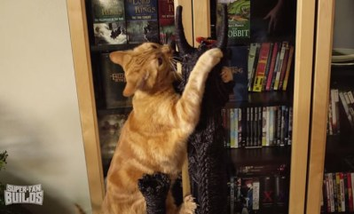 lord-of-the-rings-cat-liter-box-sauron-scrathing-post-superfan-builds-15